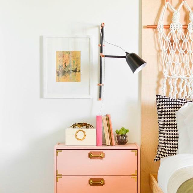 Lámpara con brazo extensible de pared