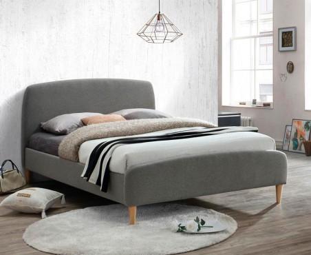 Cama de madera tapizada en color gris tamaño king