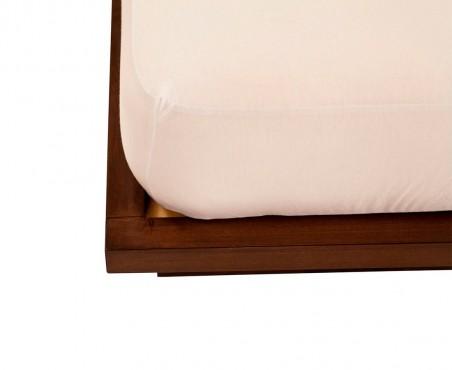Detalle esquina cama modelo Ámsterdam