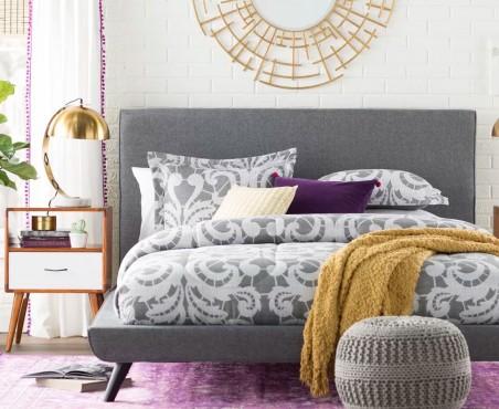 Habitación decorada con cama modelo California