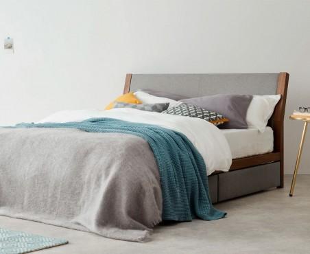 Habitación decorada con cama modelo New York