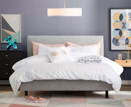 Habitación decorada con cama modelo Lyon de Madera VIVA