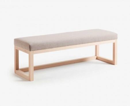 Pie de cama con asiento tapizado color beige y madera