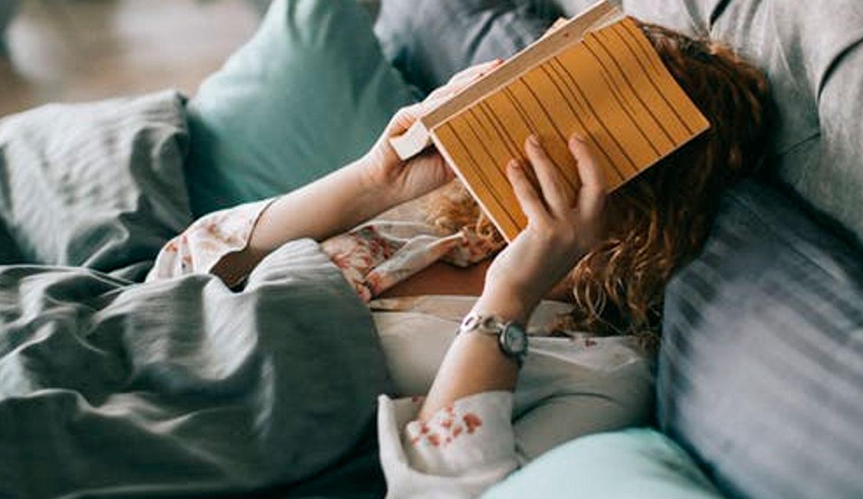 Decora tu dormitorio con colchas, sábanas, cortinas, tapetes y más